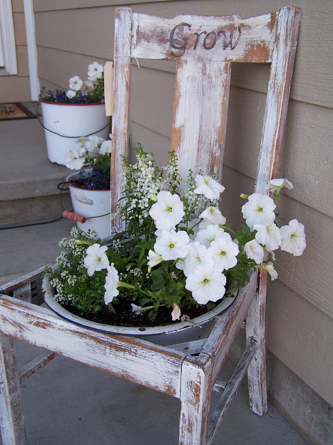 gardening, flowers, repurposed, planter, http://bec4-beyondthepicketfence.blogspot.com/2013/06/planter-parade.html