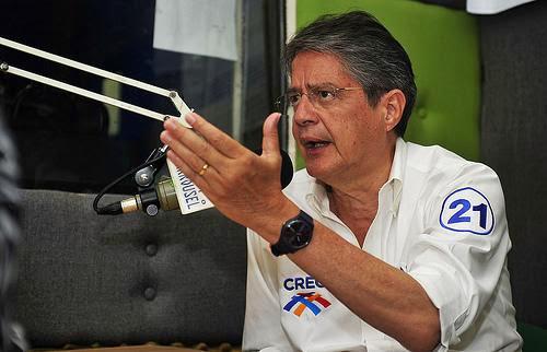 Guillermo Lasso desafia a Rafael Correa