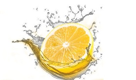 عصير الليمون لتخفيف البطن