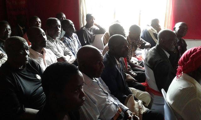 Résultats de recherche d'images pour «Tsvangirai meets opinion leaders in Hwange»
