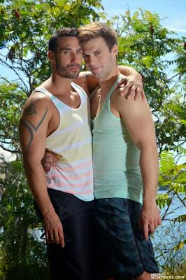 http://pakomx.blogspot.com/2014/07/pareja-en-accion-gabriel-clark-alexy.html