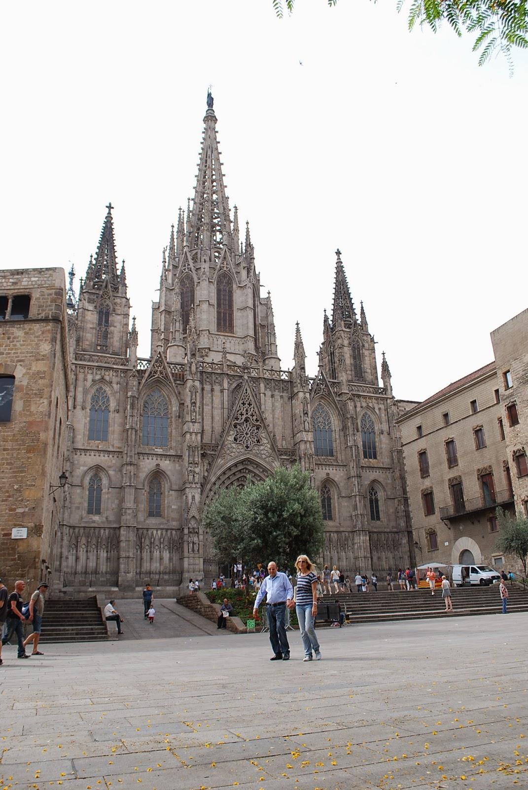Cобор св. Креста и св. Евлалии, Барселона, Каталония, Испания. La Catedral de la Santa Cruz y Santa Eulalia, Barcelona, Catalonia, Spain