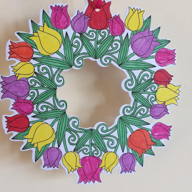 Baker Ross colour in flower wreath