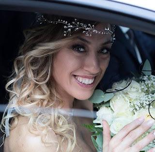Mulher se casa com ela mesma para mostrar importância de autoestima