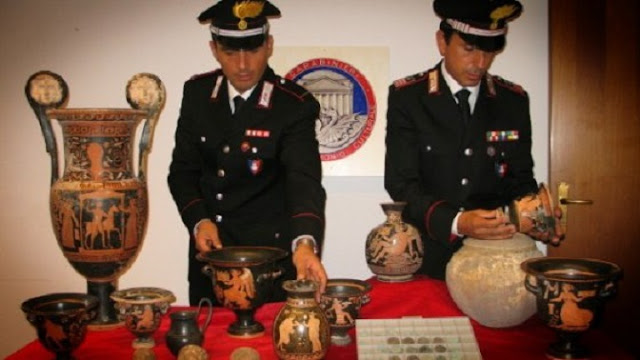 Italy busts gang 'smuggling looted archaeological treasures'