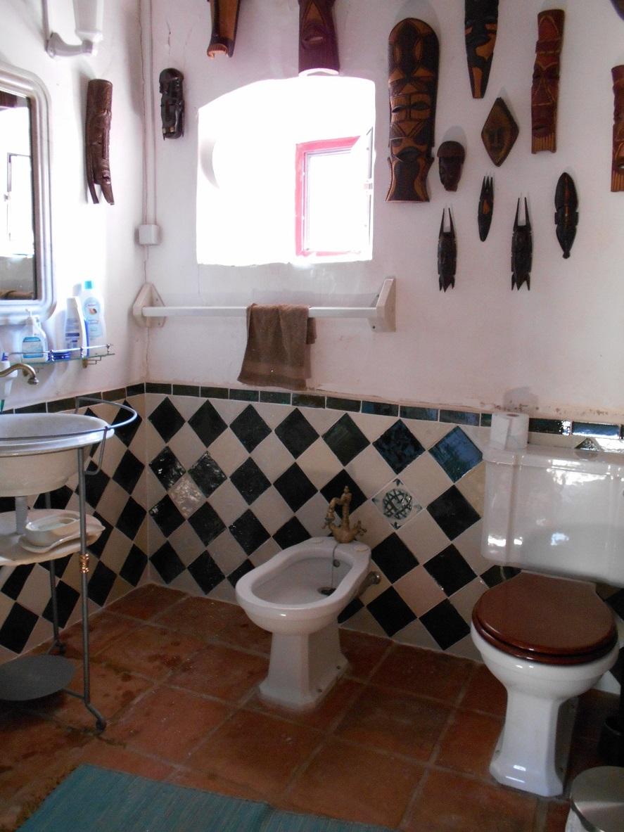 Velharias azulejaria portuguesa numa casa de banho for Casa de azulejos cordoba