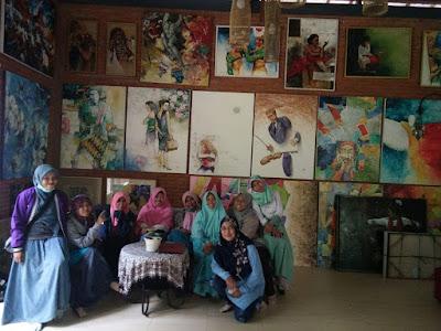 omah padma, wina bojonegoro, travel writing, rekreasi menulis, pasuruan, dusun semambung, muyasaroh, inspirasi, berbagi, sosial, ruang budaya, literasi, tradisional, pelukis, lukisan, galeri