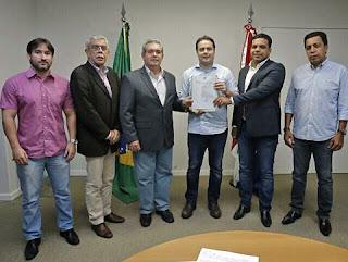Governador Renan filho Assinou ordem de serviço na estrutura da feira do gado em Dois riachos.
