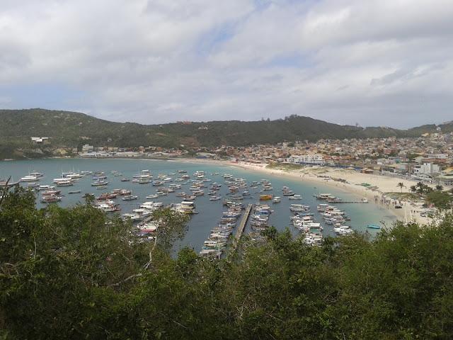 Vista da Praia dos Anjos do alto da trilha para Praia do Forno