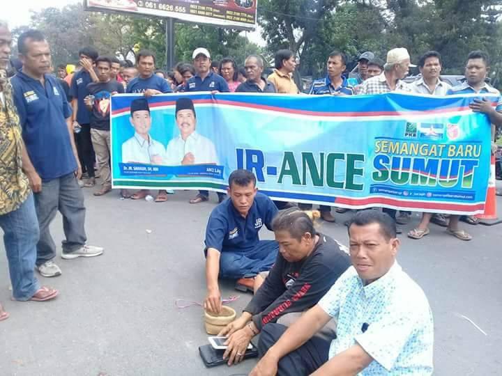 Pendukung JR Saragih