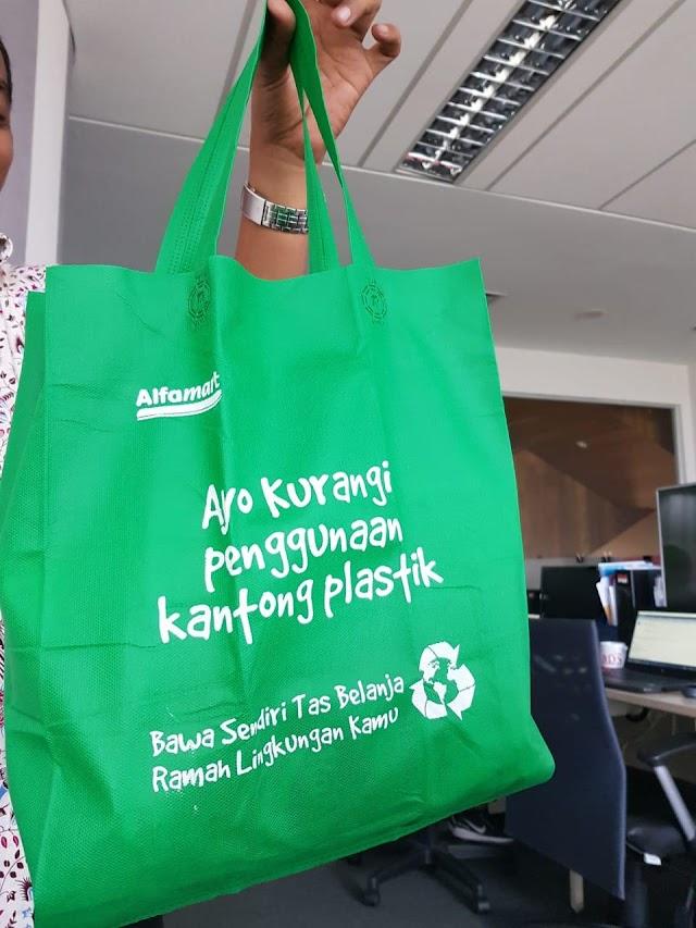 Alfamart Ajak Konsumen Kurangi Plastik