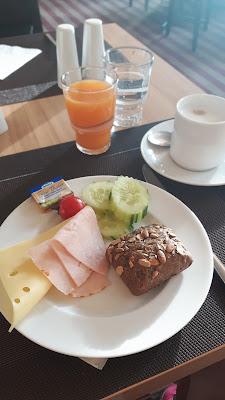 reichhaltiges Frühstücksbüffet im Hotel Mercury Berlin Tegel