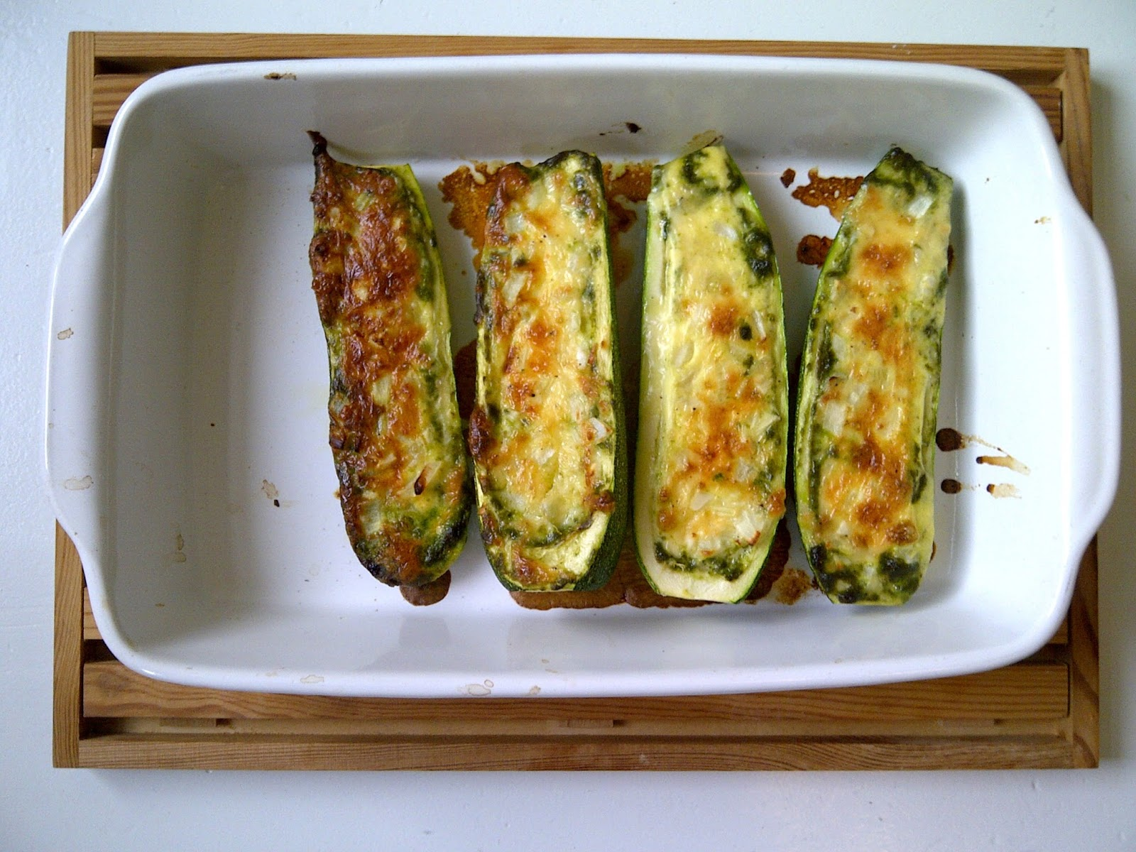 gegratineerde courgette pesto