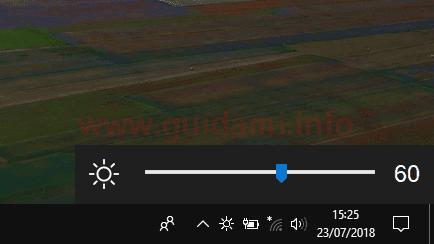 Pulsante Win10 BrightnessSlider nell'area di notifica della barra delle applicazioni di Windows10