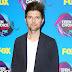 Adam Scott comparece ao Teen Choice Awards 2017 no Galen Center em Los Angeles, na California – 13/08/2017