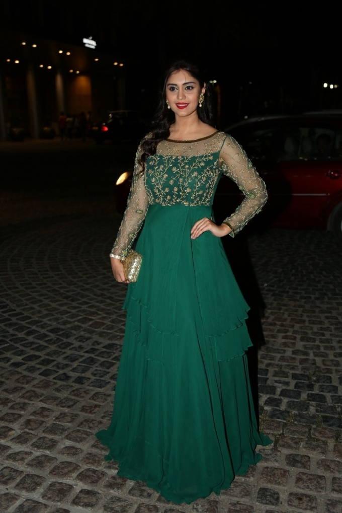Indian Actress Surabhi Stills At Jio Filmfare Awards 2018