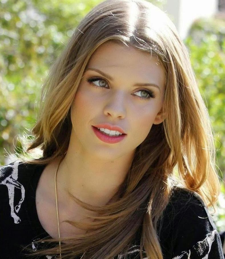 Hollywood Actress Wallpaper: Annalynne Mccord HD Wallpapers
