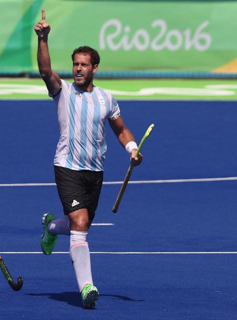 Juan Gilardi festeja el penal con el que Argentina, a un minuto del final ante España