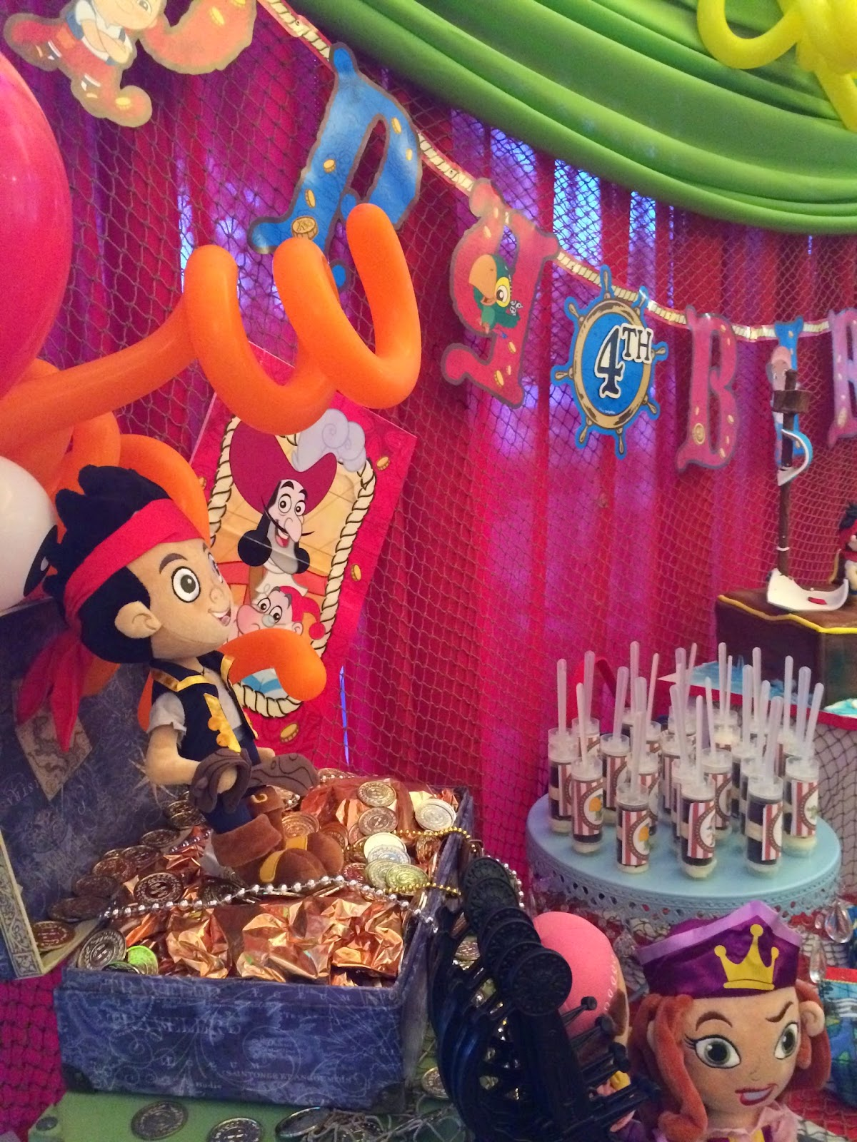 Disney Jake and the Never Land Pirates cake table