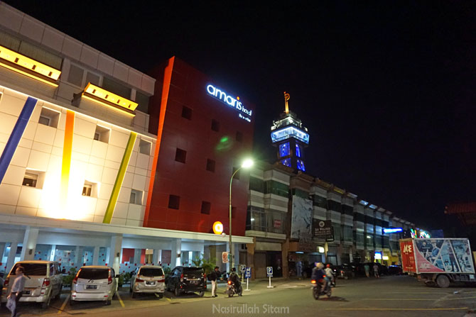 Amaris Hotel Nagoya Hill Batam kala malam hari