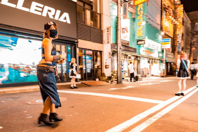 Cosplay en Akihabara :: Canon EOS5D MkIII | ISO1600 | Canon 17-40@19mm | f/4.5 | 1/30s