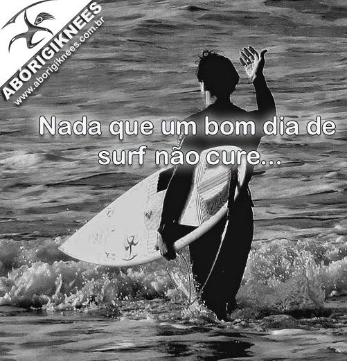 Surfista aprendendo a surfar