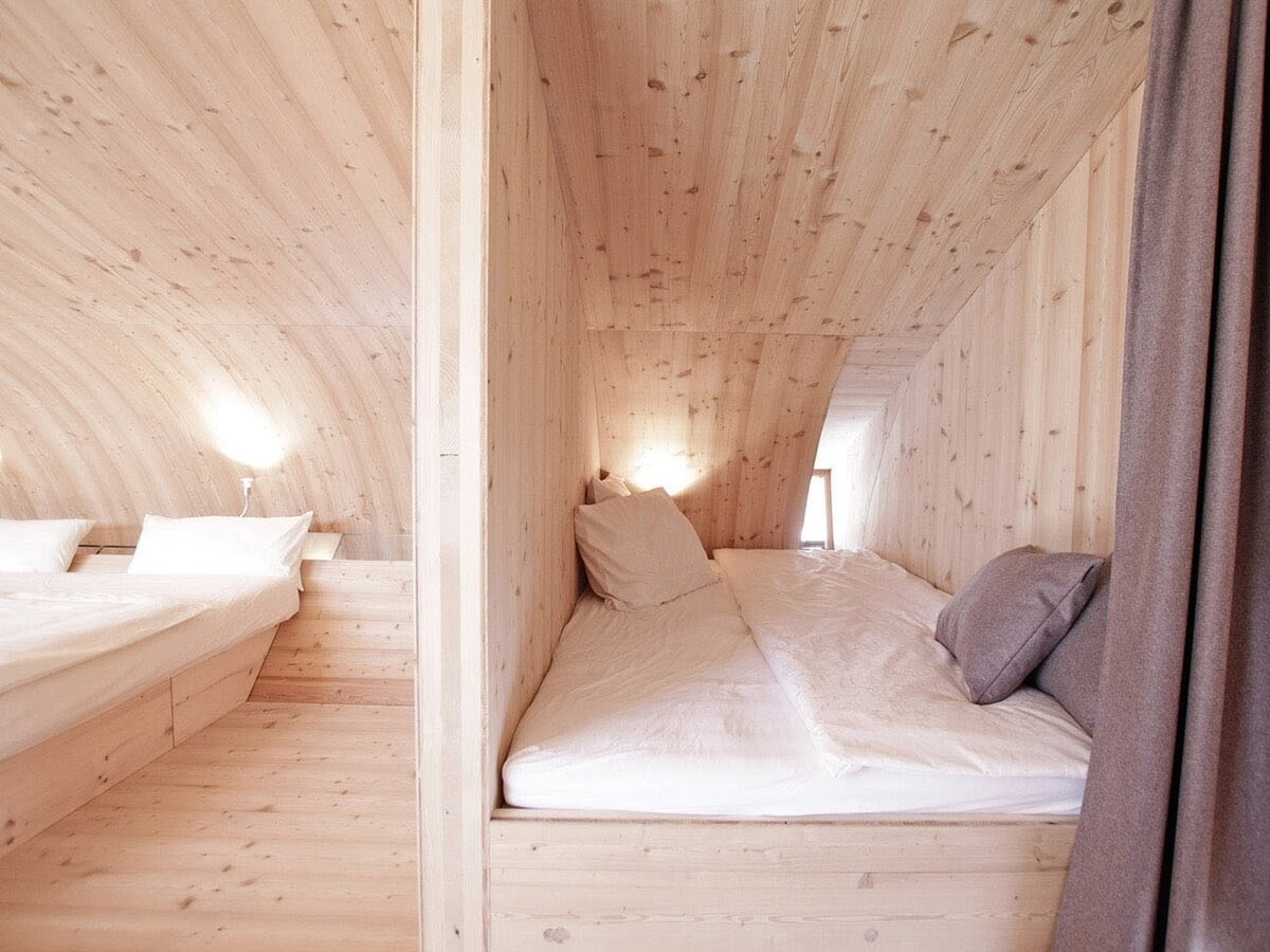 10-Second-Bedroom-Architecture-with-the-Ufogel-Tiny-House-www-designstack-co