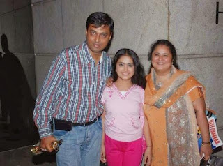 Avika Gor bersama Ayah dan Ibunya