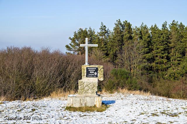 Front pomnika żołnierzy na Bełczynie