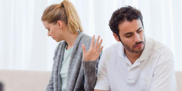 La dysfonction érectile est l'incapacité à obtenir l'érection persistante pour une période  suffisante pour toi et ta femme, la cause c'est la présence des problèmes psychologiques ou de  d'autre raisons qui conduises...