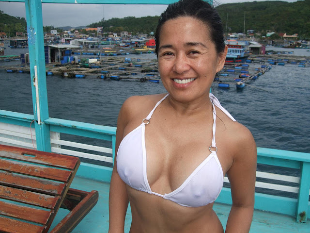 Late middle-aged Chinese wife's disgusting silicon big boobs and shaved pussy home nude photos leaked (47pix)
