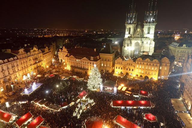 I mercato di Natale a Praga in Piazza Grande nella Repubblica Ceca