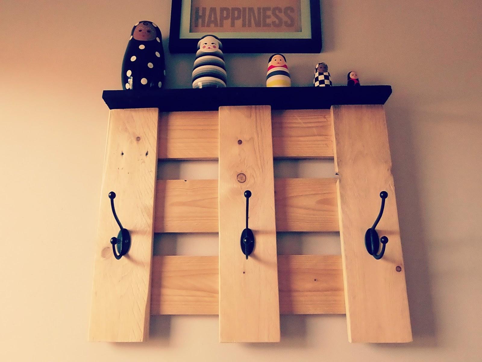 porte manteau en palette en bois. Black Bedroom Furniture Sets. Home Design Ideas