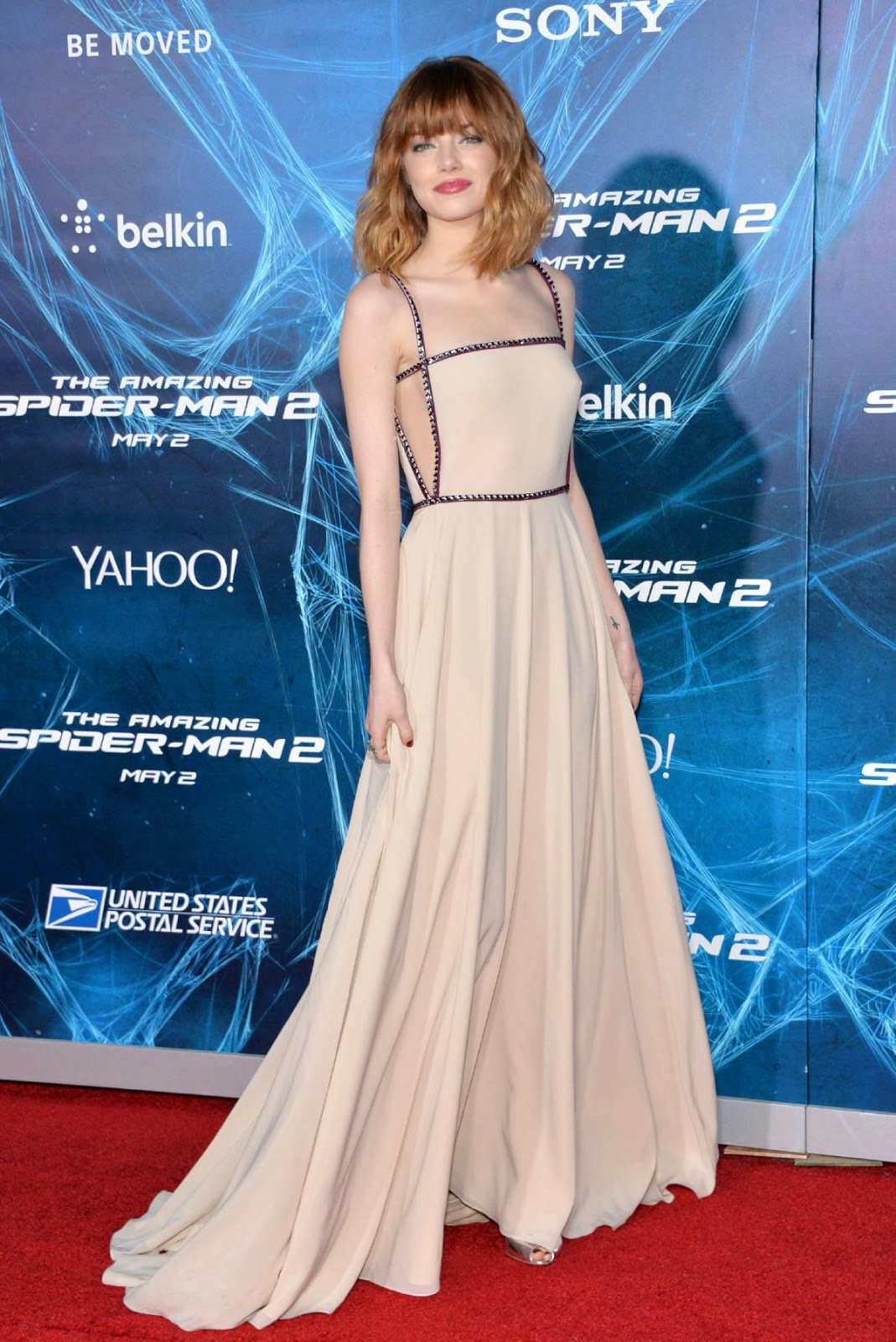 The Celebrity Oops Digest: Emma Stone bra-less pokies The
