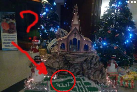 Foto Lafaz Alloh Dalam Dekorasi Natal