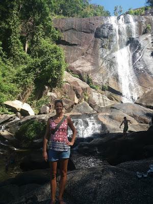 Foto van Ellis bij de seven well waterfall op Langkawi Island