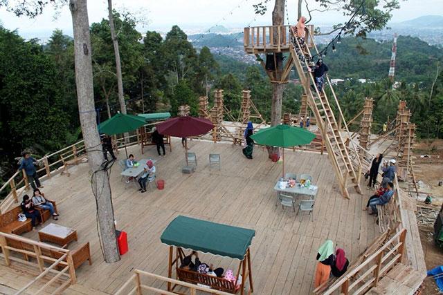 fasilitas rumah pohon di punck mas