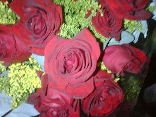 Con rosas celebro este dia...tan bello y bendecidos