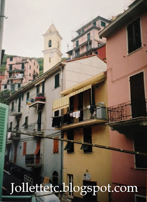 Manarola, Cinque Terre, Italy 2004  http://jollettetc.blogspot.com