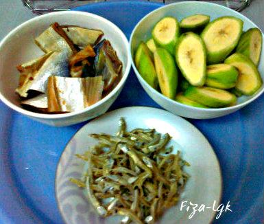 GULAI IKAN MASIN PISANG MUDA | Fiza's Cooking