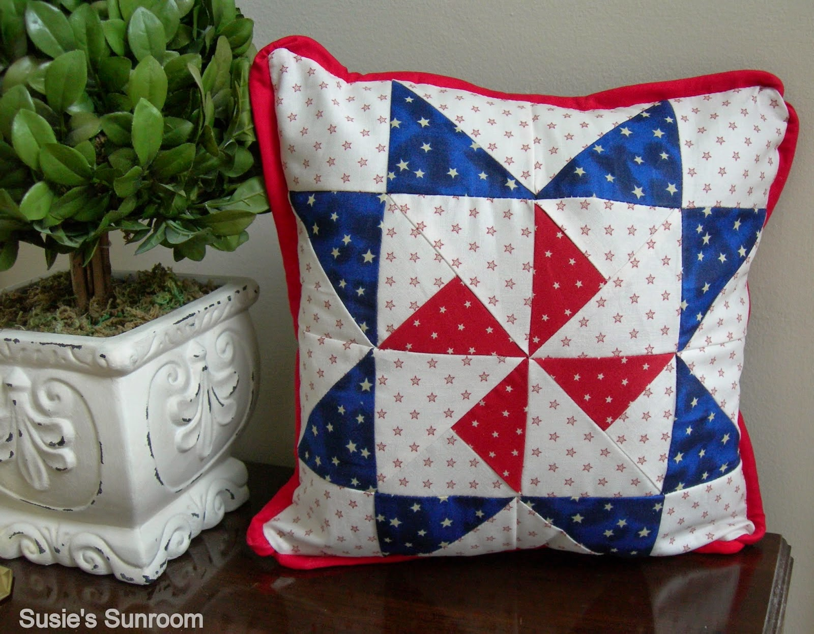http://susiessunroom.blogspot.co.uk/2014/07/july-s-new-across-pond-sew-along-project.html