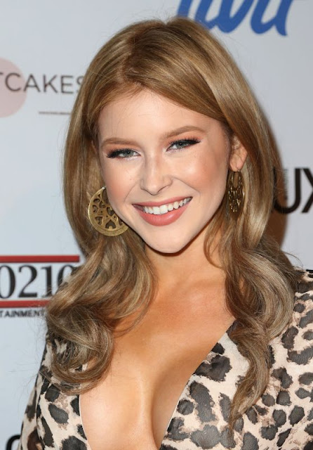 Renee Olstead – Fashion Tails Adopt A New Attitude Event in Hollywood