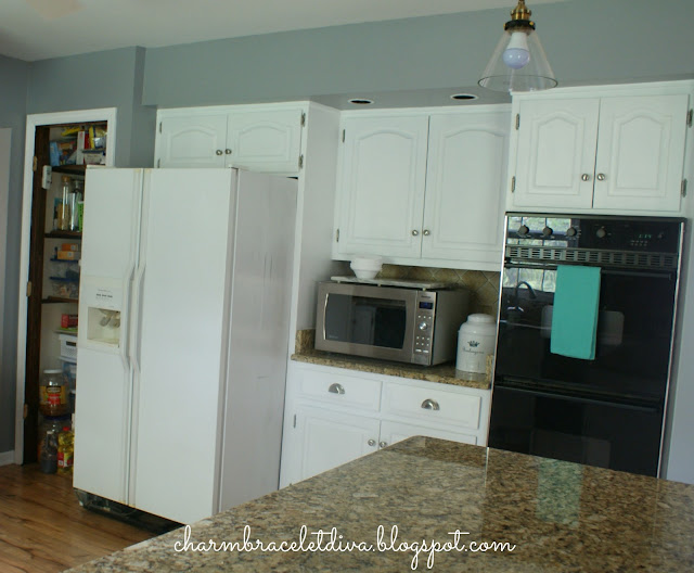 white painted farmhouse kitchen cabinets