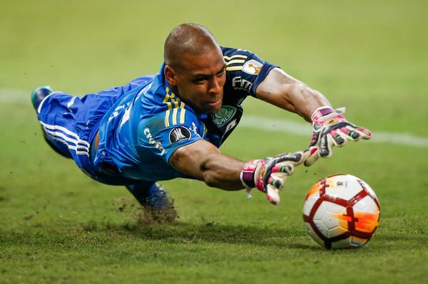 Jailson ganha cada vez mais a condição de titular no Palmeiras e ... 431a25cc058c2