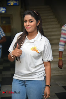 Poorna Stills in Jeans with Jayammu Nischayammu Raa Team at Satyam Theatre