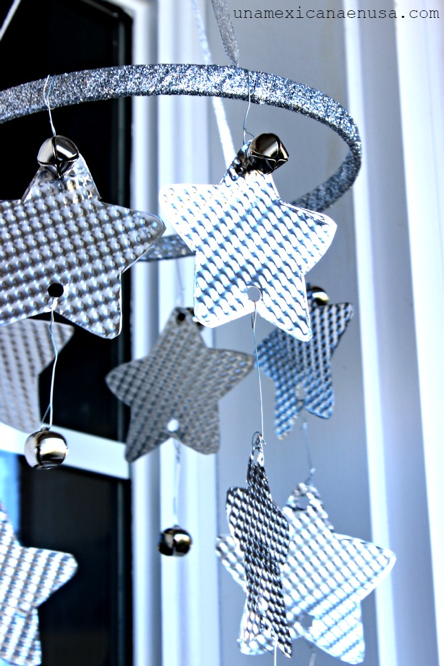 Holiday Decor: Silver Stars Mobile for your front porch by www.unamexicanaenusa.com