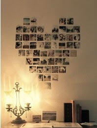 pared decorada con fotos en forma de corazon, hacer un corazon con fotografías, decorar la pared con un corazon de fotos