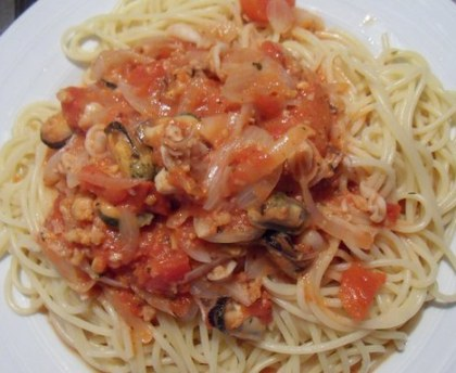 Spaghetti with seafood and Niçoise