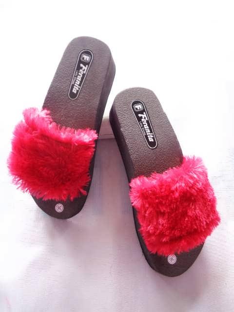 Produk Terbaru Wedges Slop Bulu BJG - Pabrik Sandal Murah Online