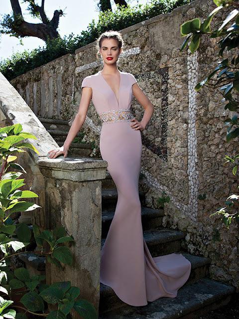vestido corte Sirena, Escote en V, adorno Diamante de imitación